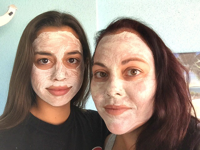 valentia skin detoxifying clay mask mom & daughter selfies