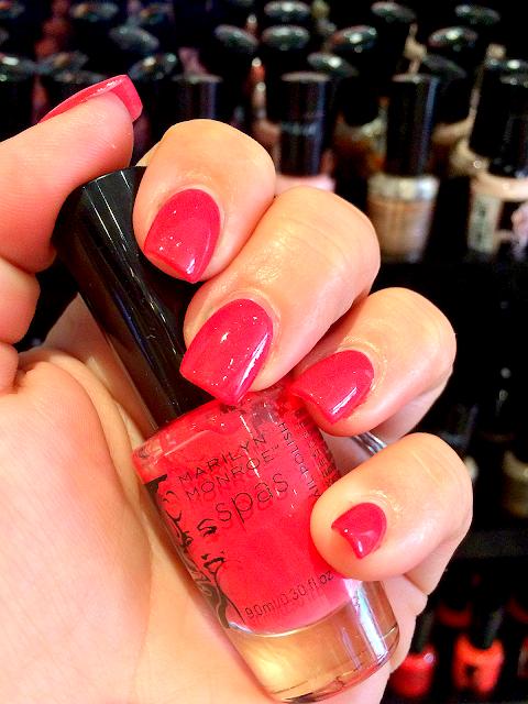 marilyn-monroe-spas-beauty-mark-manicure